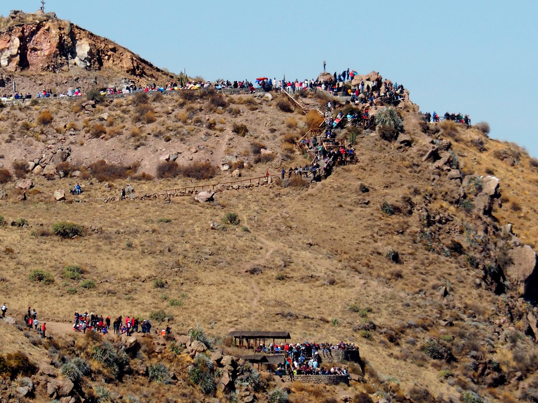 ... 500m weiter die Massen warten, die extra für den Event bezahlt haben.