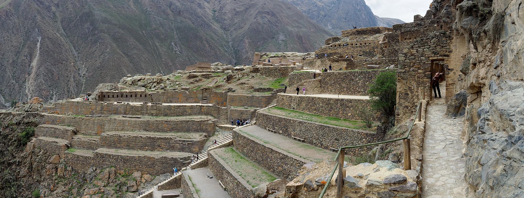 Befestigte Anlage hoch über dem Ort