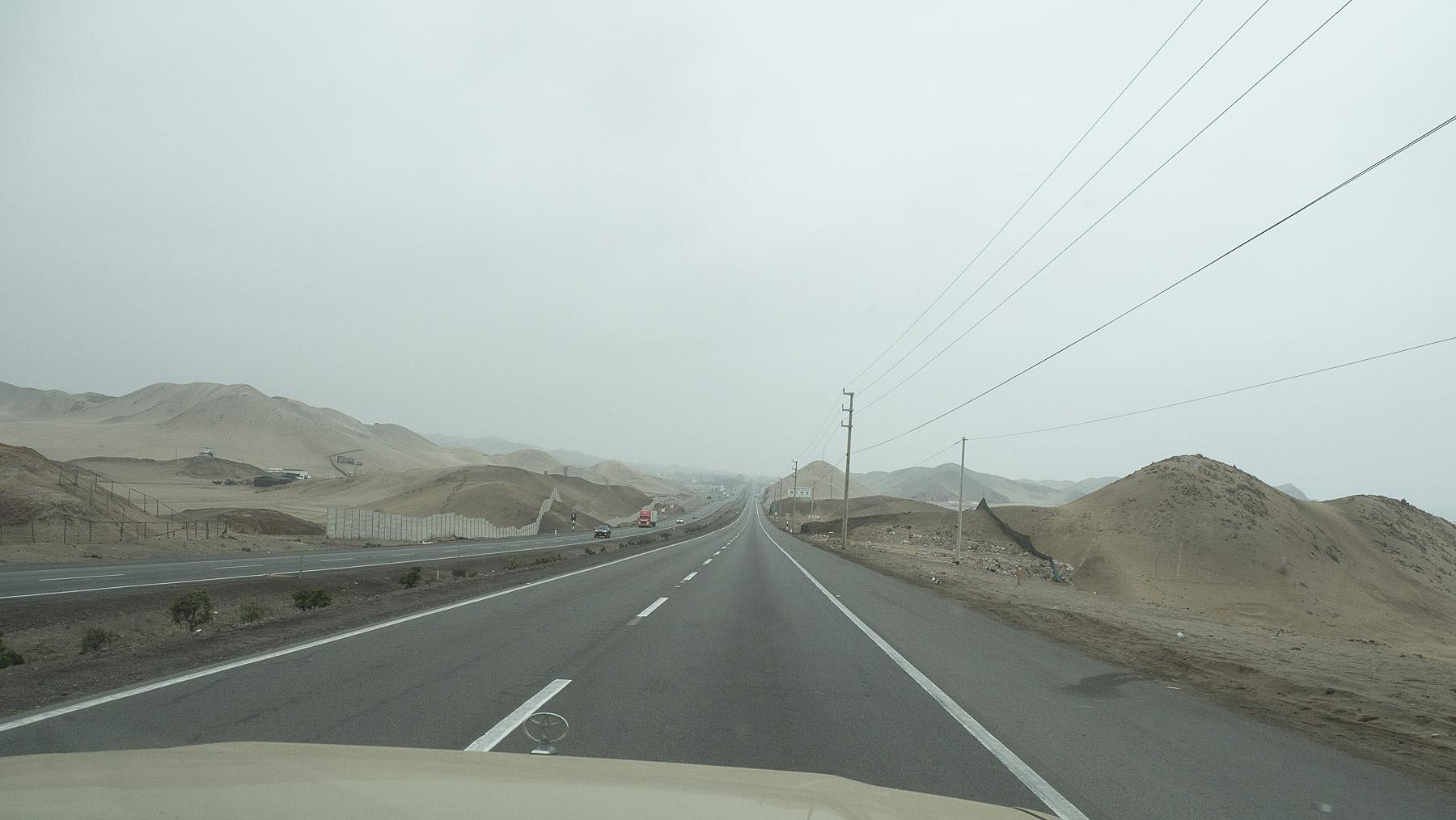 Fahrt entlang dem Pazifik im Nebel