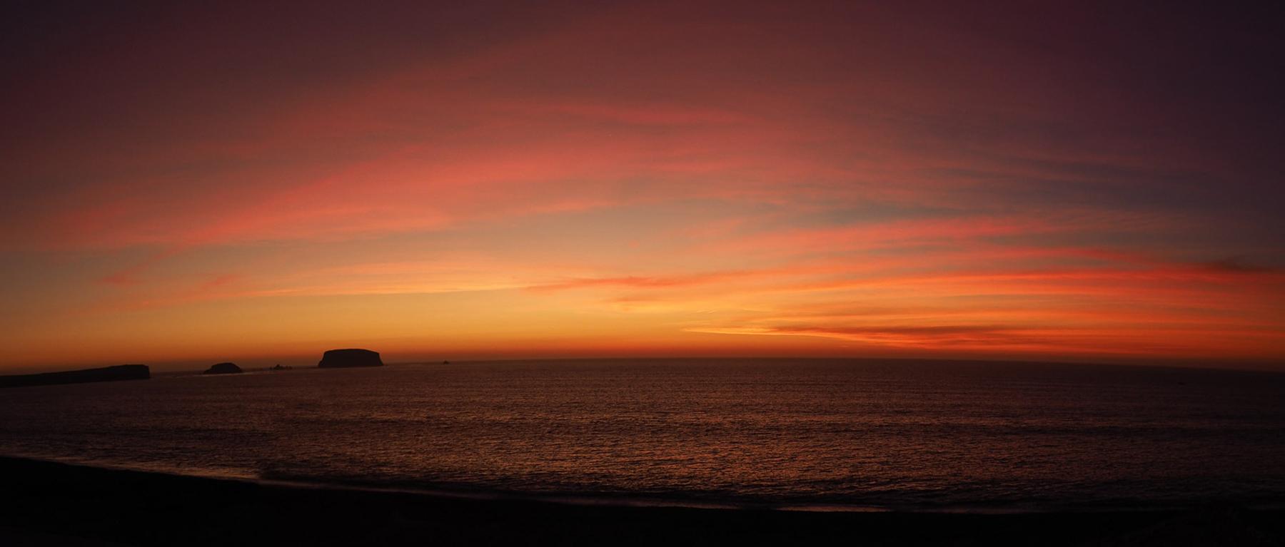 Herrliche Sonnenuntergänge am Meer in völliger Einsamkeit