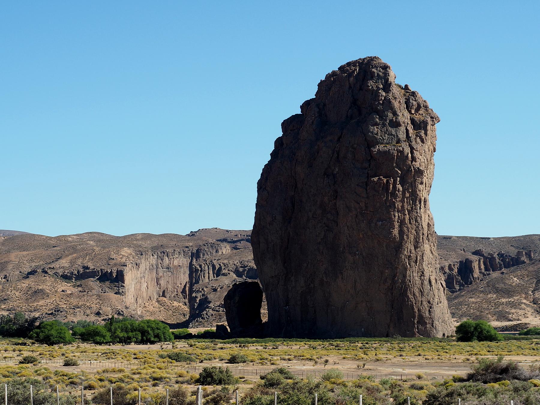 Der Piedra Parada mit der Schlucht links im Hintergrund