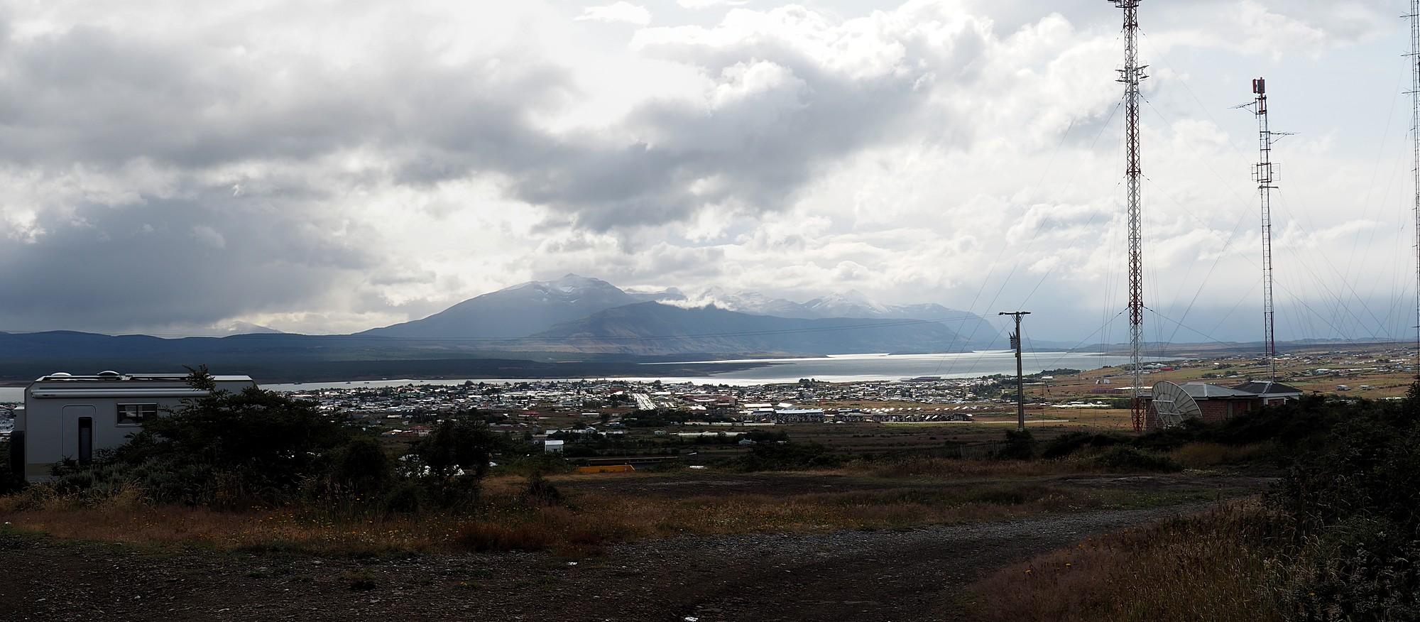 Stellplatz mit Blick über Puerto Natales