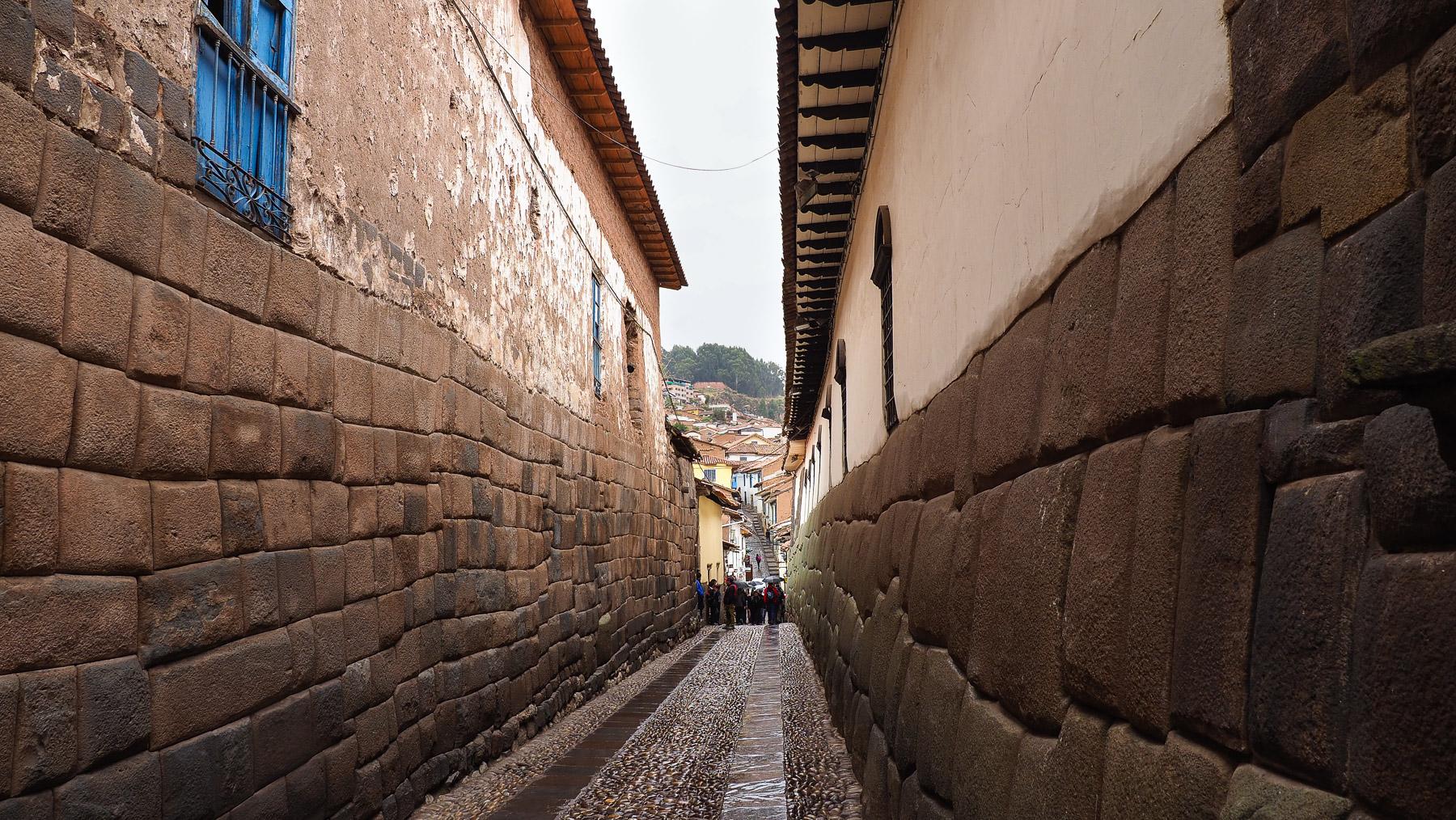 Auf den Grundmauern der Inkatempel erbaut
