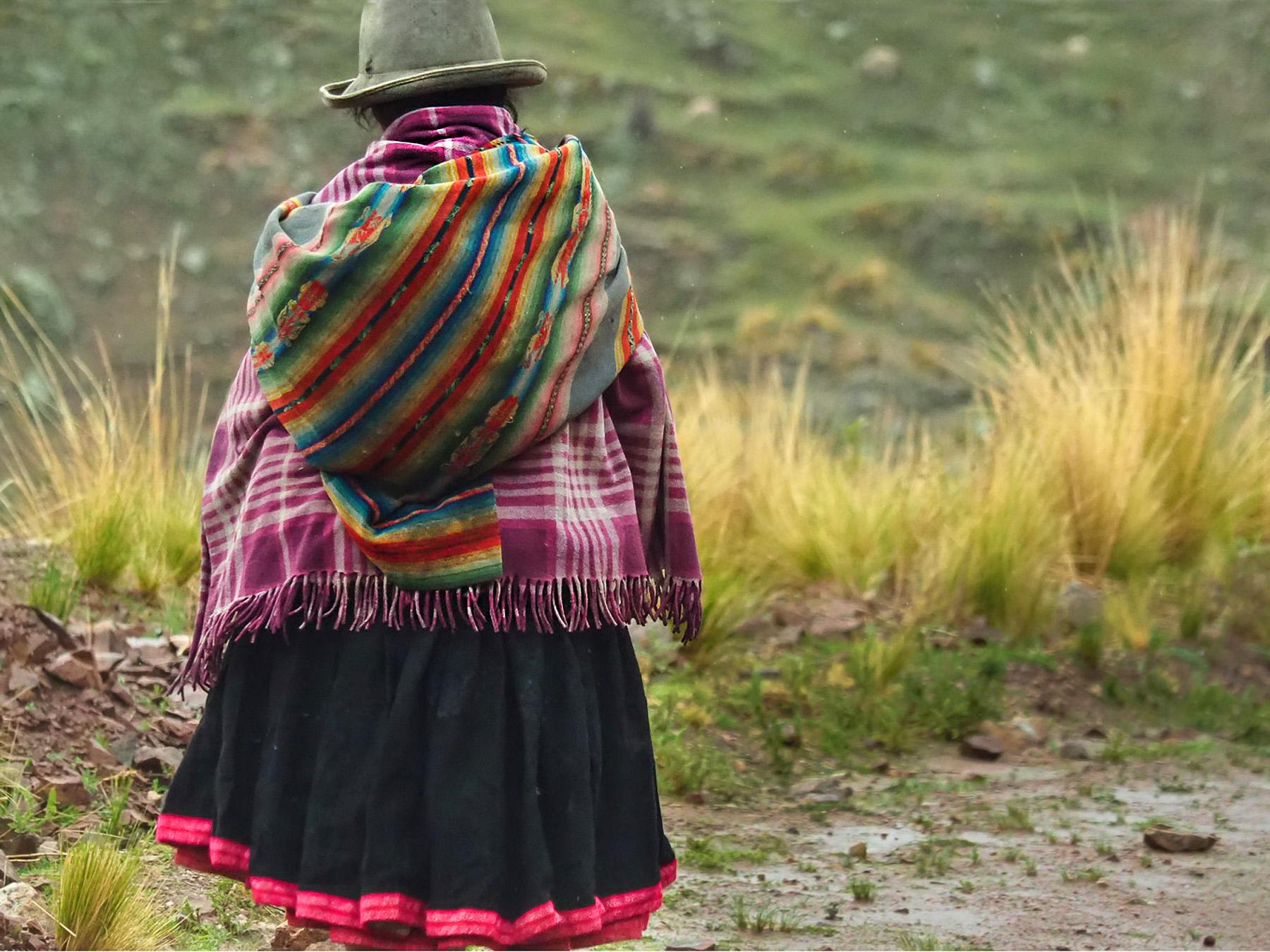 Traditionell gekleidete Inkafrauen sind hier noch allgegenwärtig