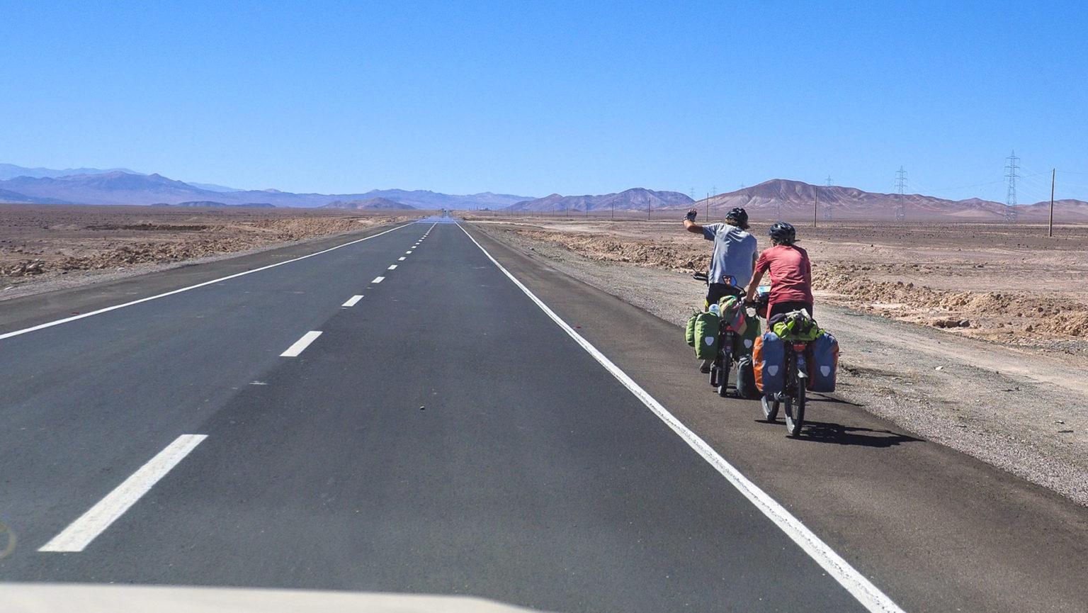 Verrückte Radler, Fritz und Karin, auf der Panamericana durch die heiße  Atacama Wüste