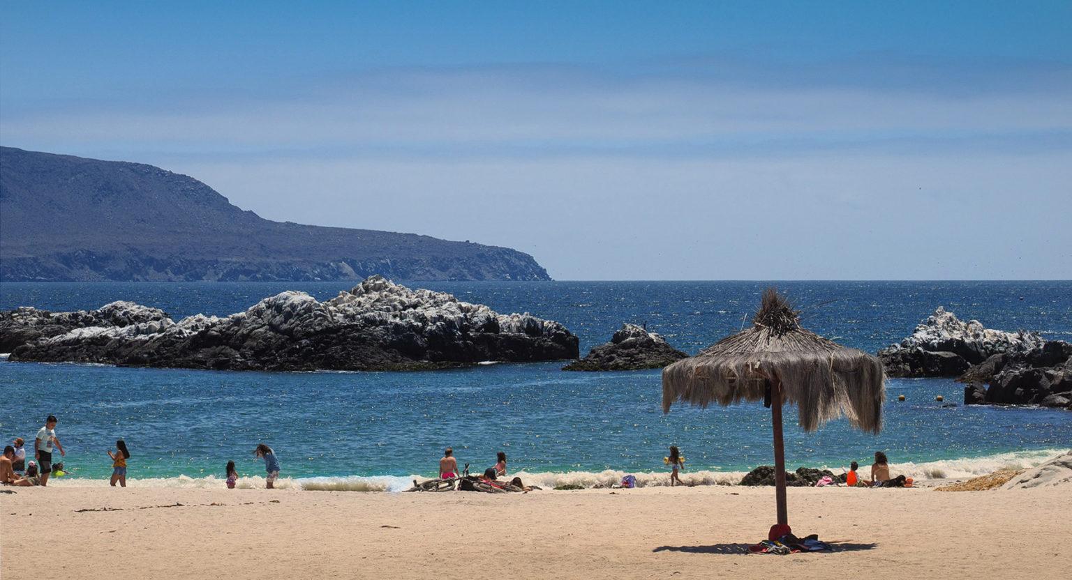 Sommer Badebetrieb am Meer bei La Serena