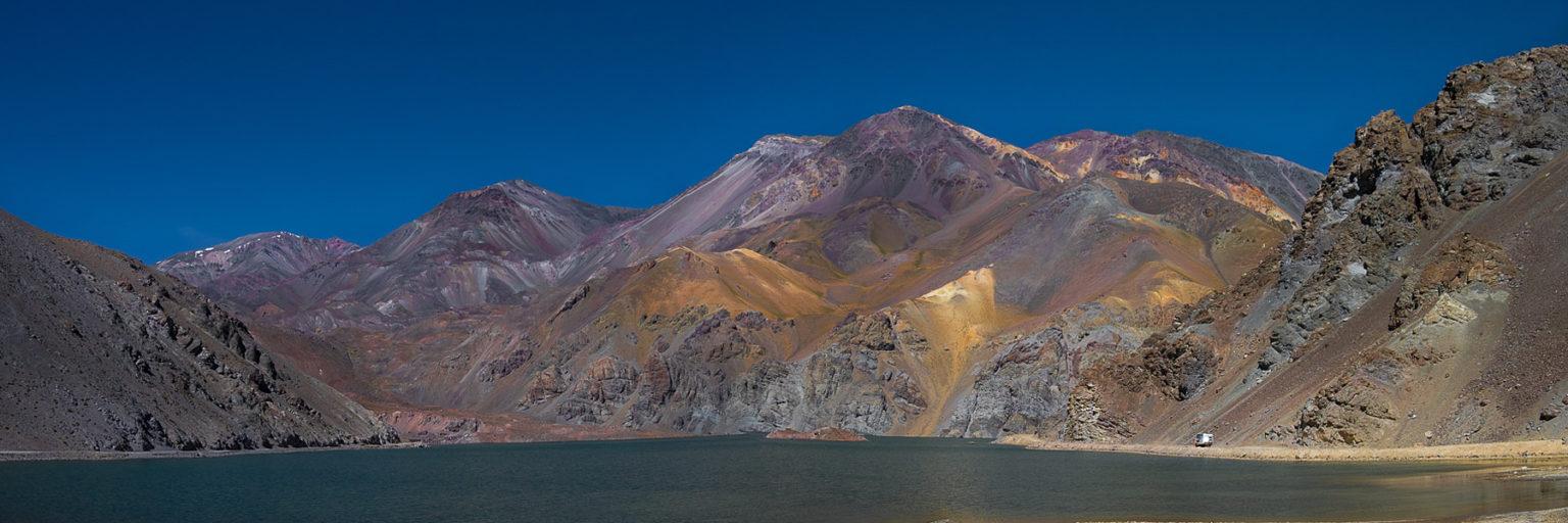 Verschiedenfarbige Vulkanlandschaft
