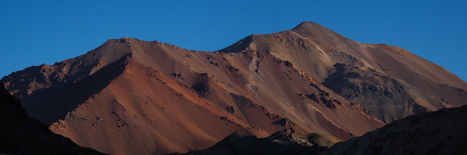 Abends glüht die Vulkanlandschaft rot
