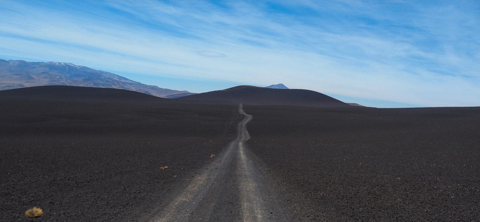 Fahrt über weite Lavafelder im Payunia Parque