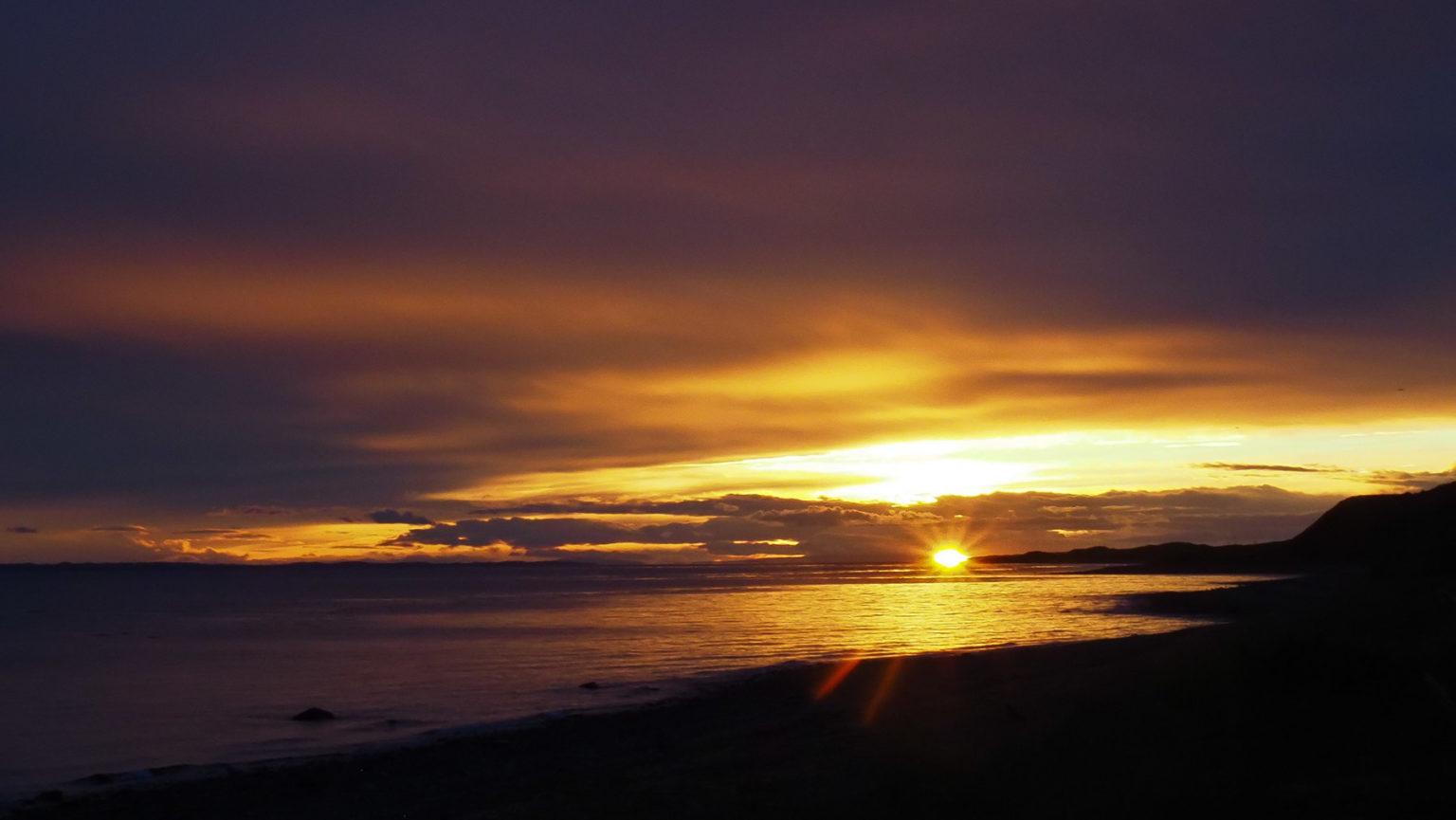 Sonnenuntergang am Ende des Südamerikanischen Kontinents  mit Blick auf Feuerland
