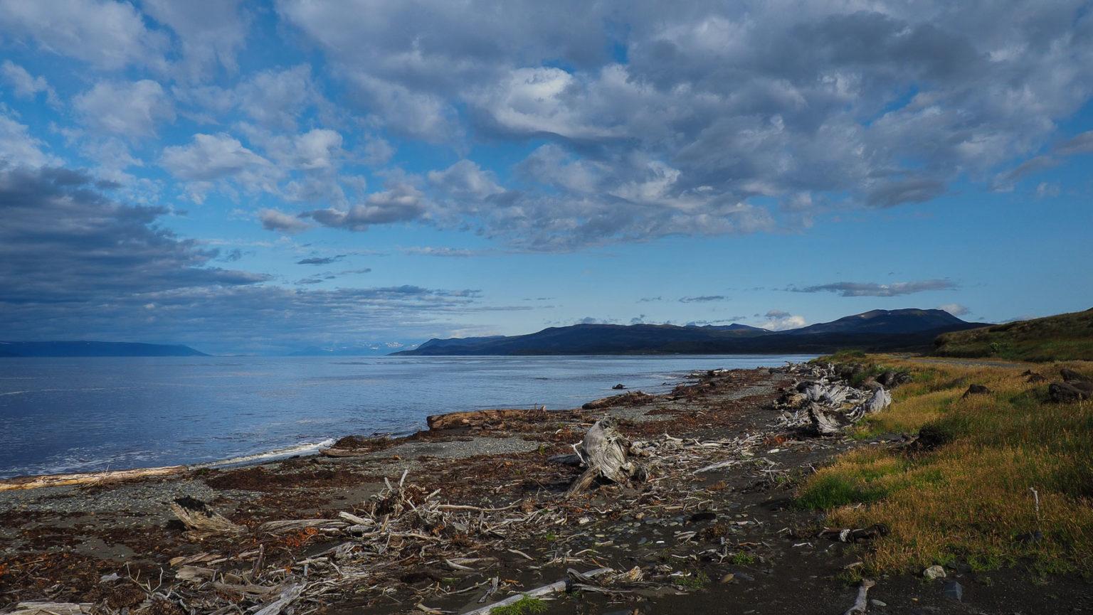 Wilde einsame Küstenlandschaft