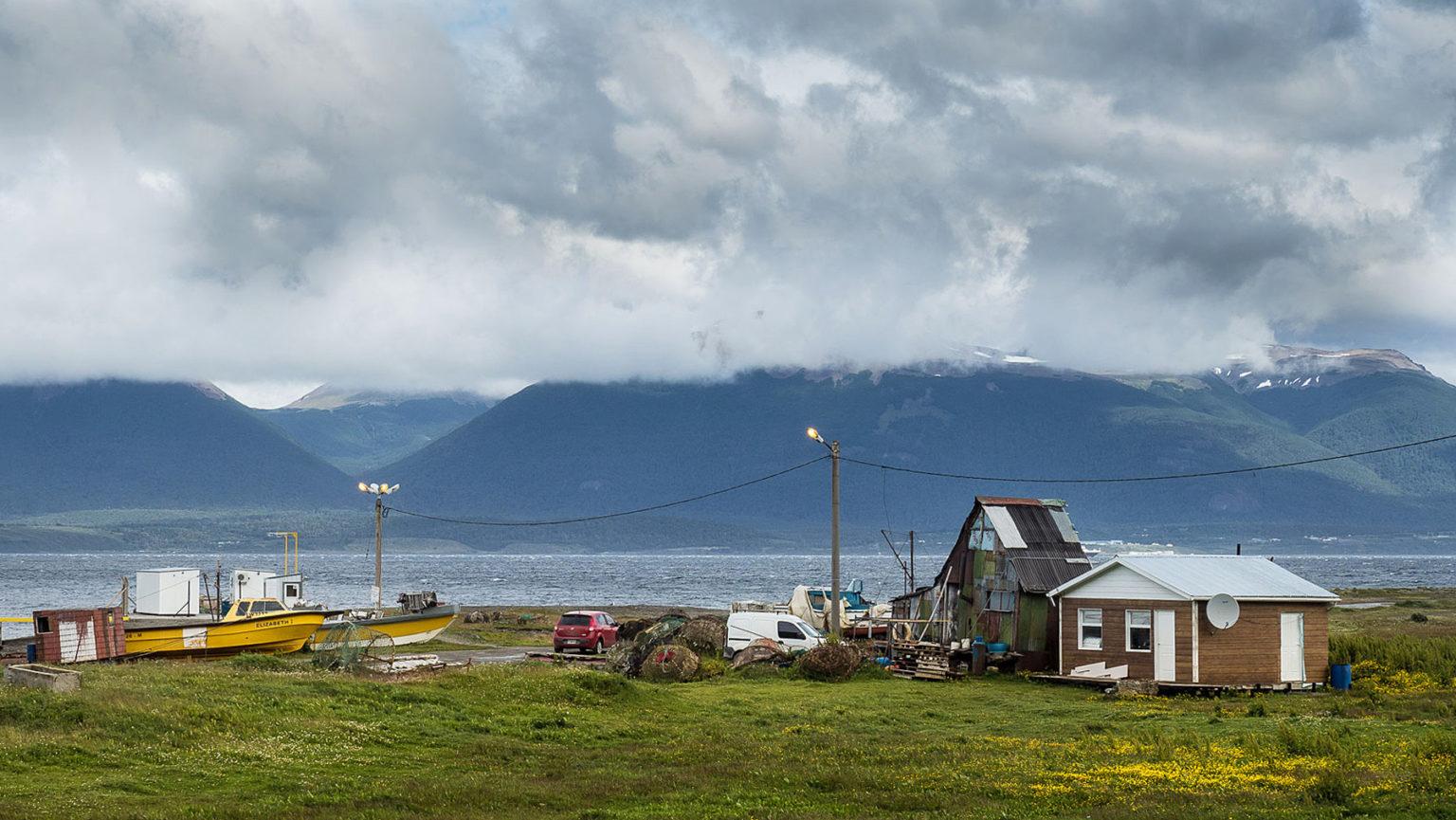 Einfachste, ärmliche Fischerhäuser im äußersten Süden Argentiniens