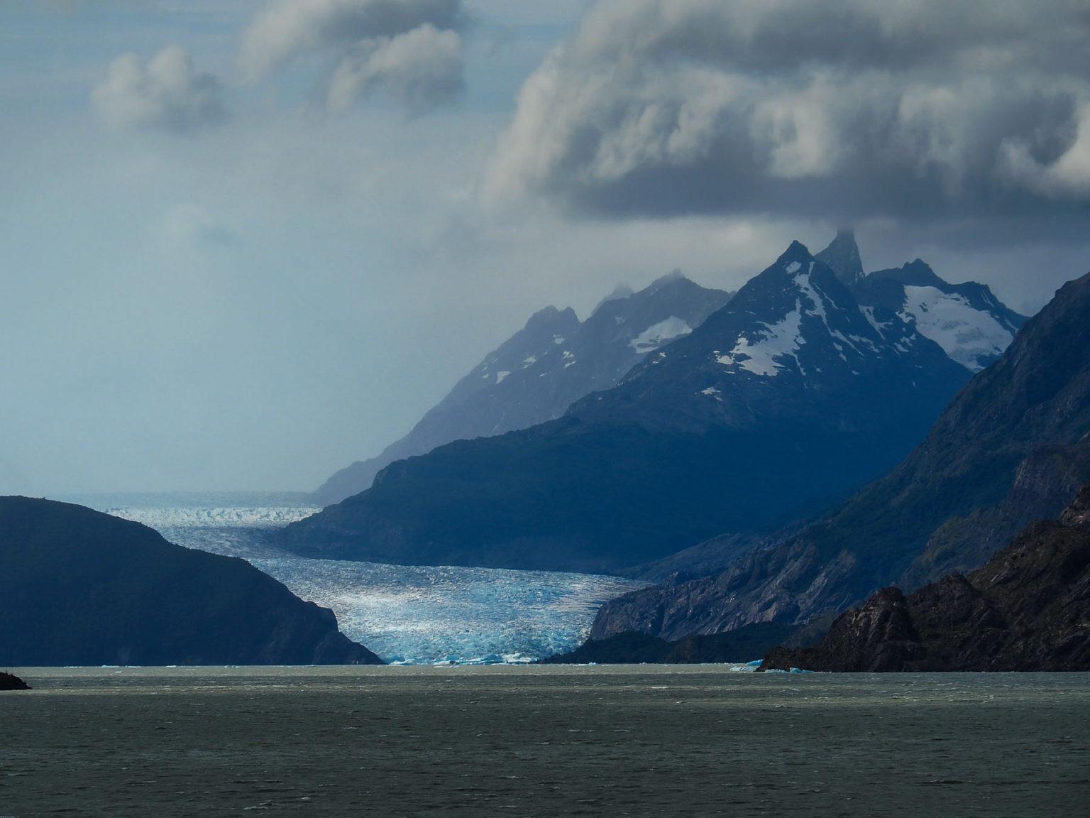 Lago Grey und Grey Gletscher mit Eisberg