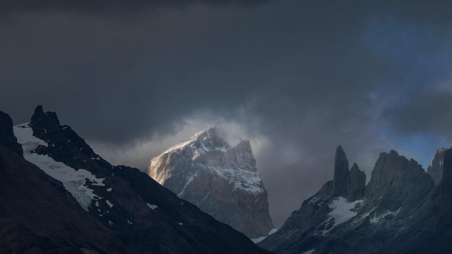 Torres del Paine, meistens dramatisch von Wolken umhüllt