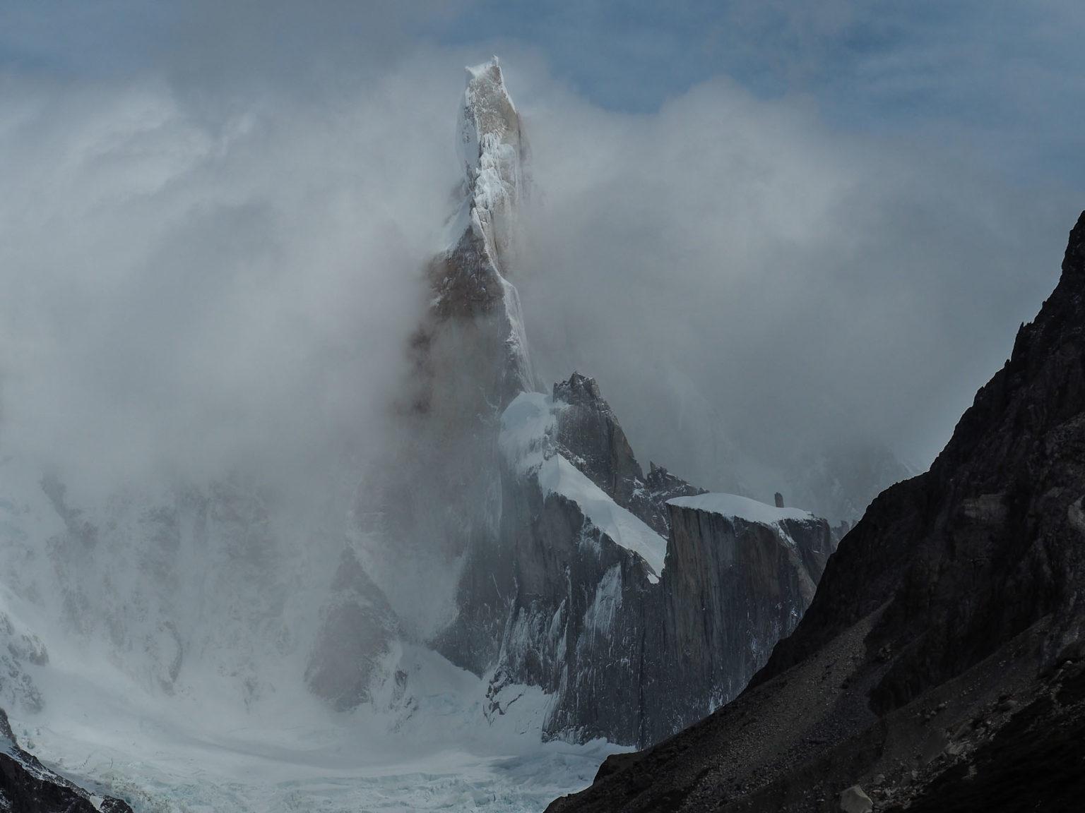 Cerro Torre! Langsam kommt er aus den Wolken