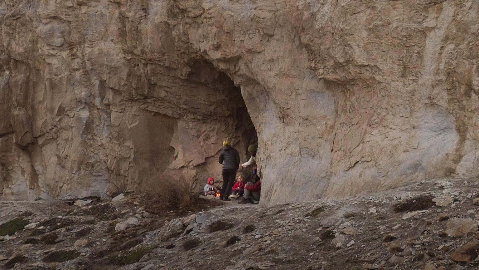 In dieser kleinen Höhle haben bestimmt auch die Nomaden schon vor langer Zeit ihr Lagerfeuer entfacht