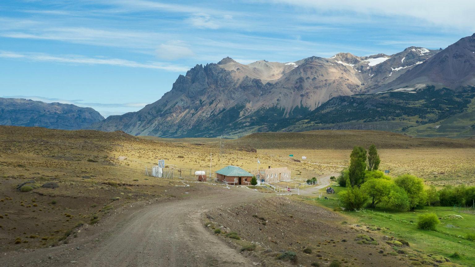 Es geht über diese einsame Grenzstation zurück nach Chile.