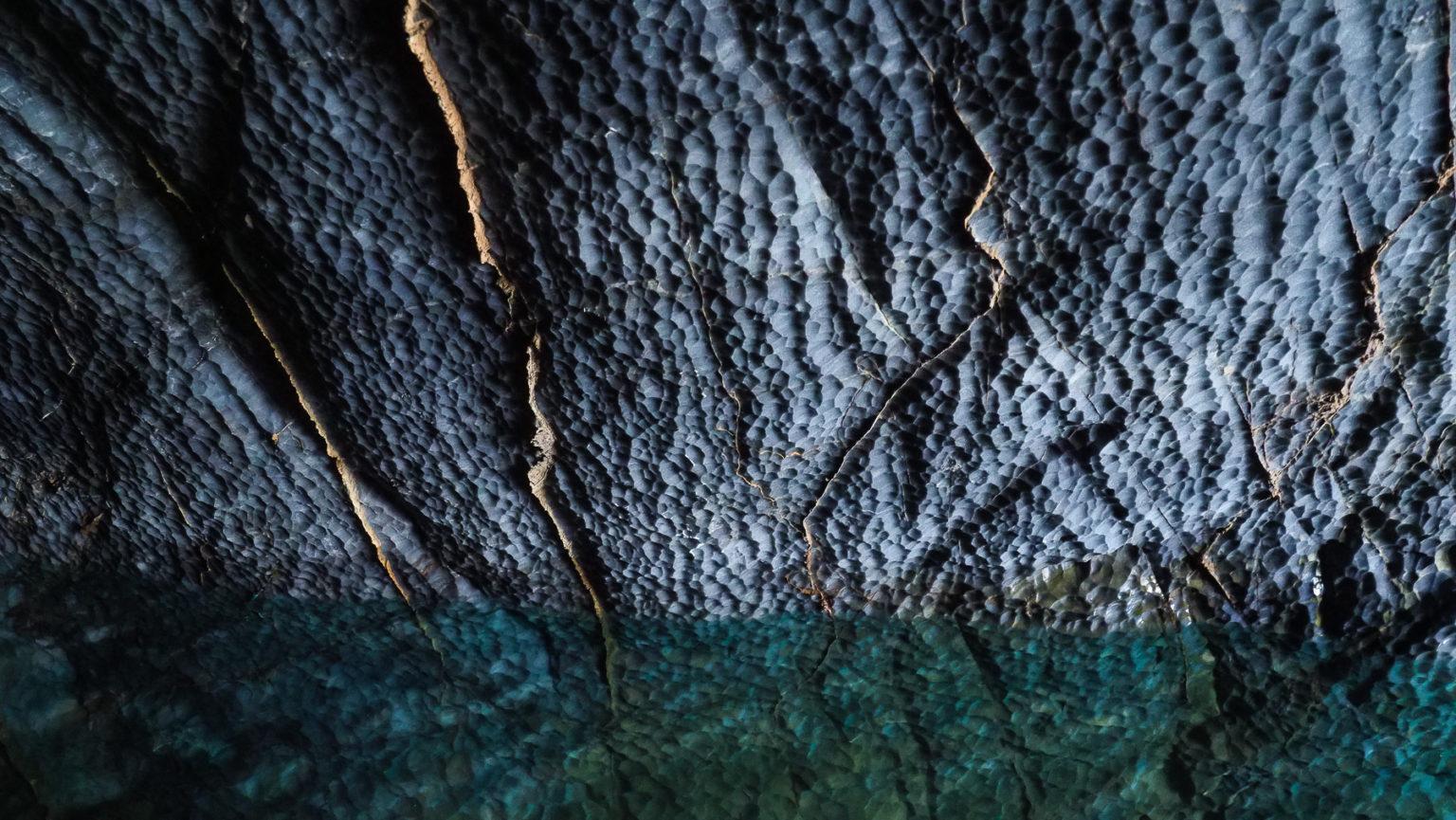 Schön marmorierter blauer Marmor