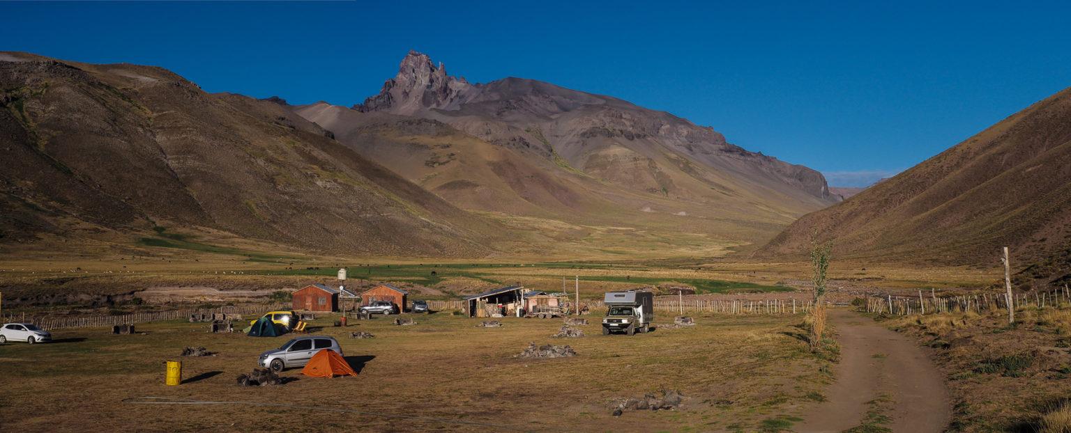Außer uns nur ein paar Argentinier mit Zelt