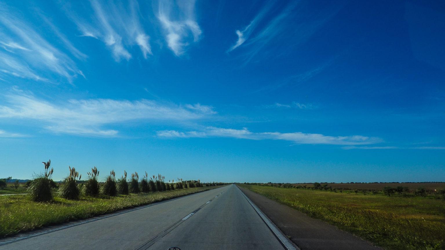 Auf menschenleeren Autobahnen nach Buenos Aires
