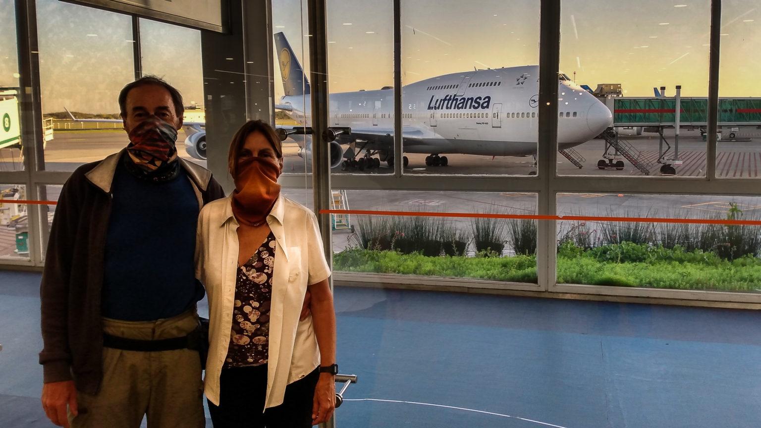 Abschied im Flughafen, draußen wartet unser Lufthansa Flieger nach Hause