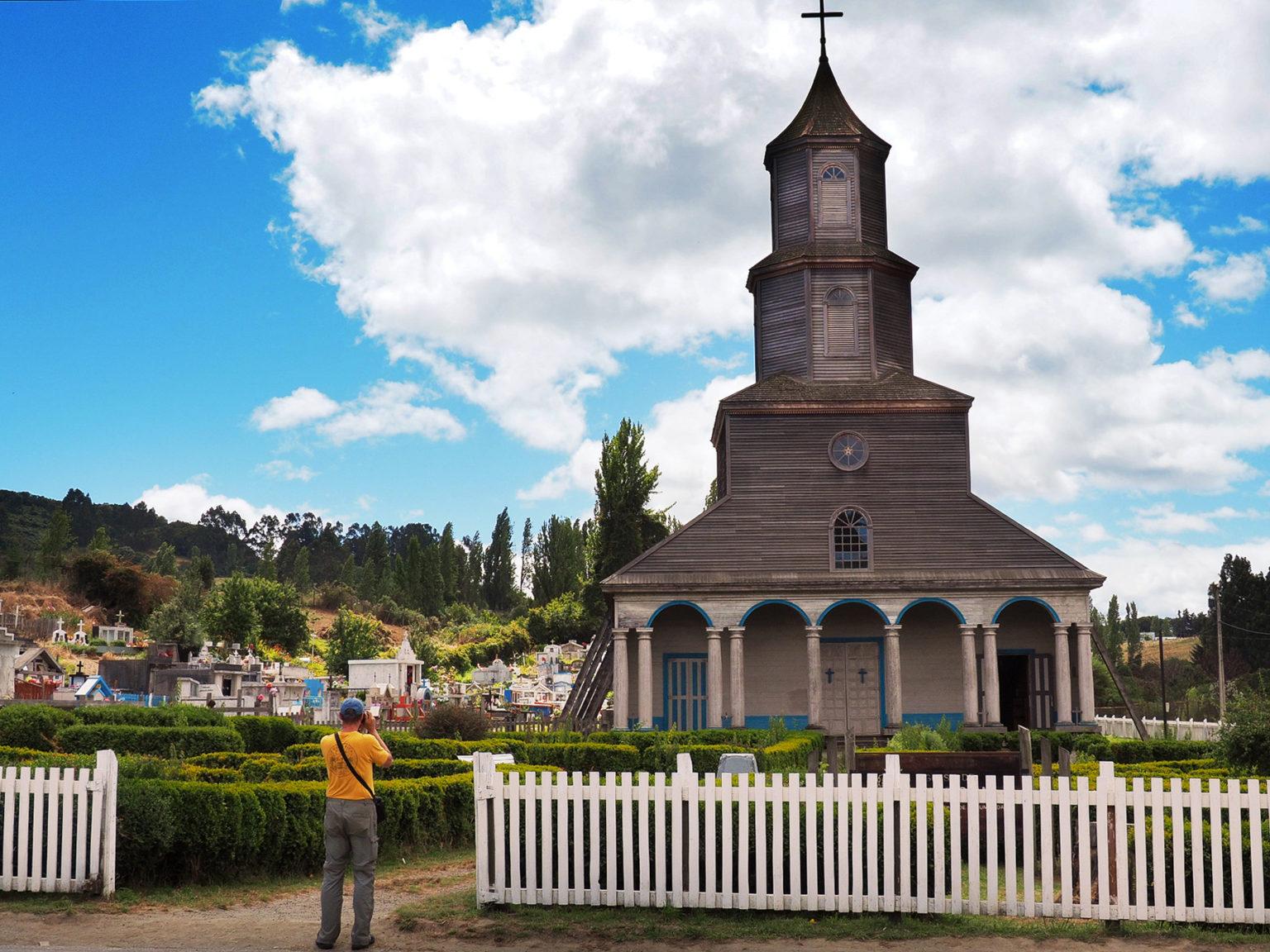 Typische alte Jesuiten Holzkirche auf Chiloe