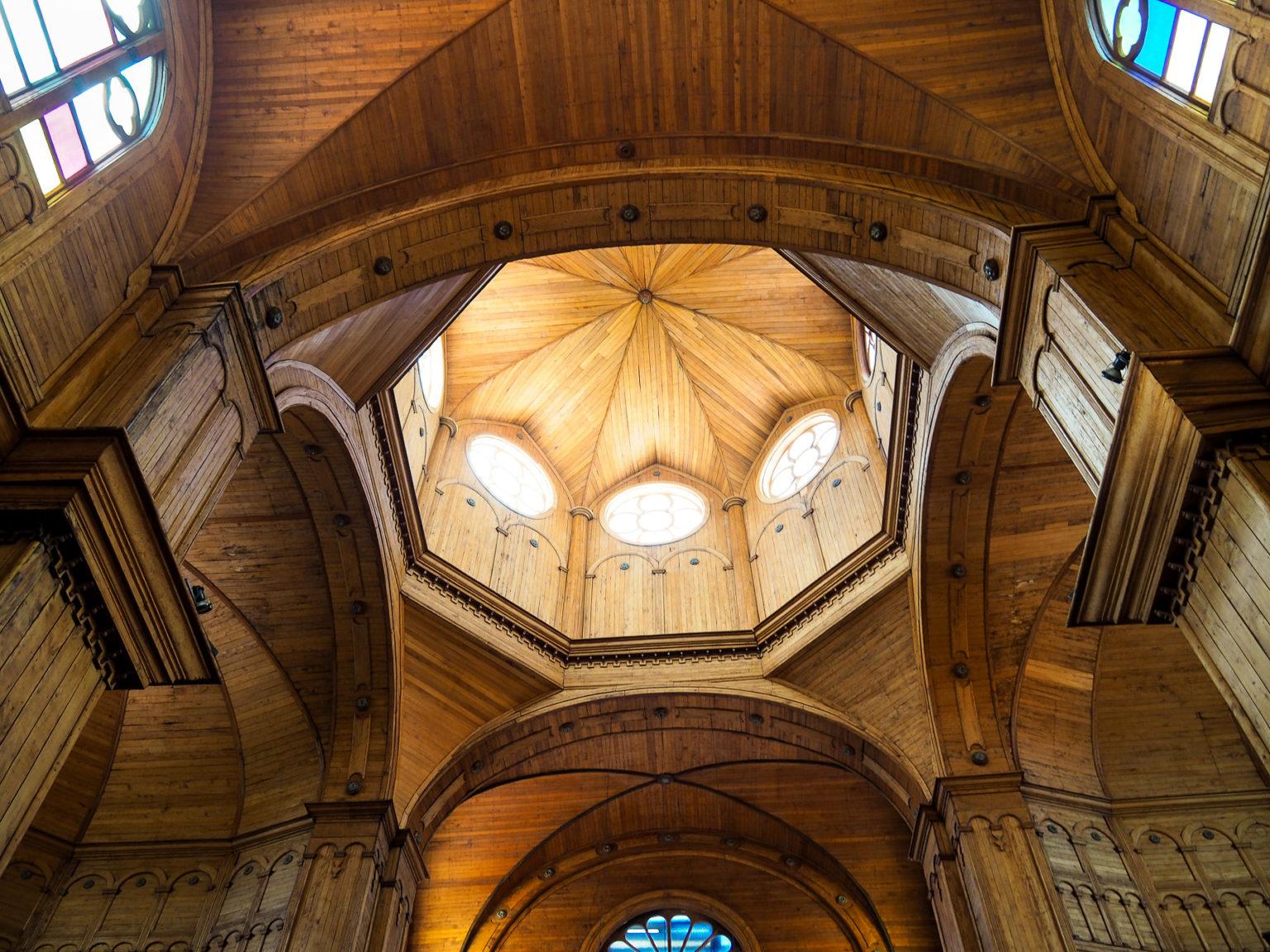 Wunderschön gebauter Holzdom