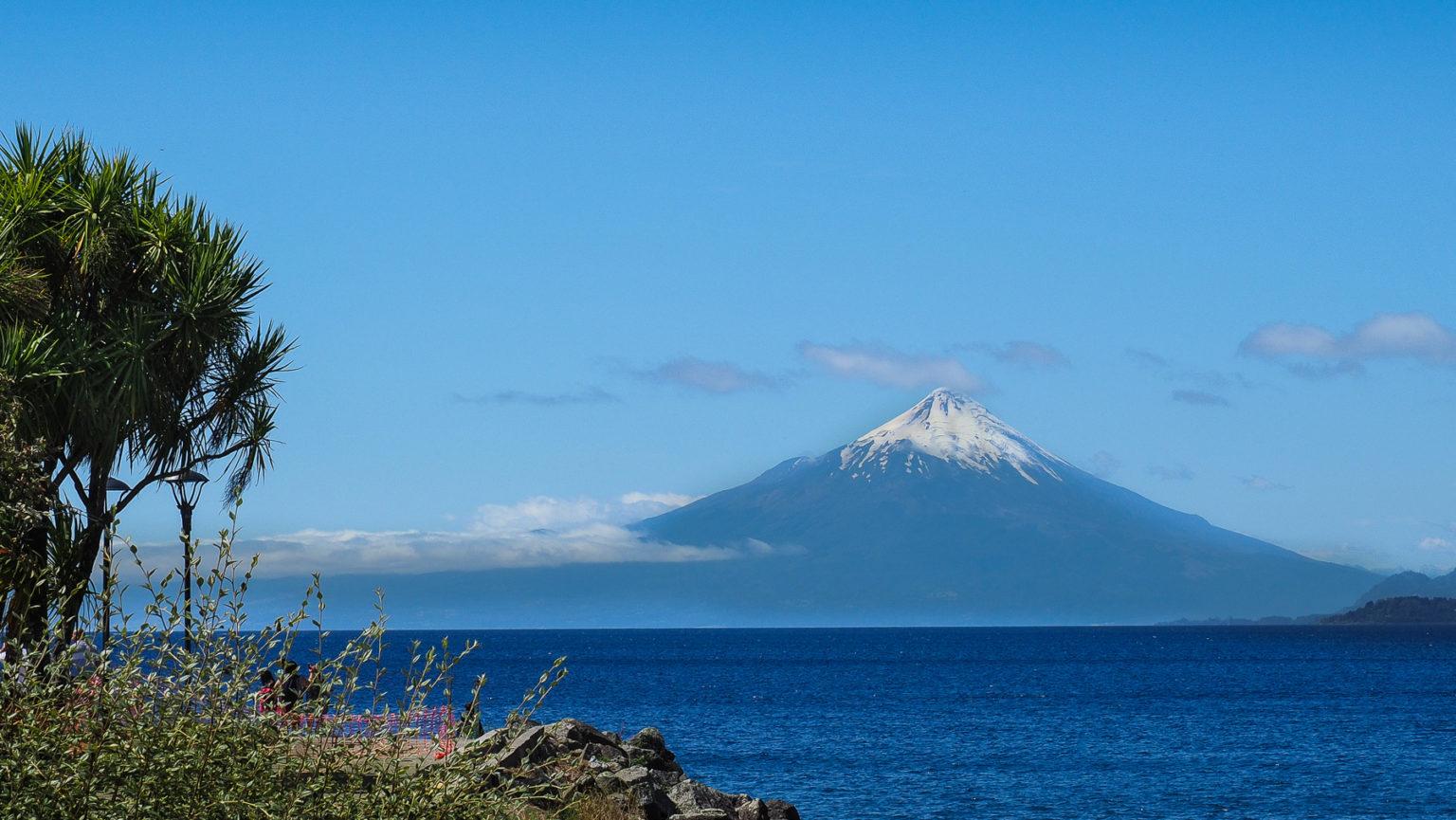 Llanquihe See mit Blick auf den Vulkan Osorno