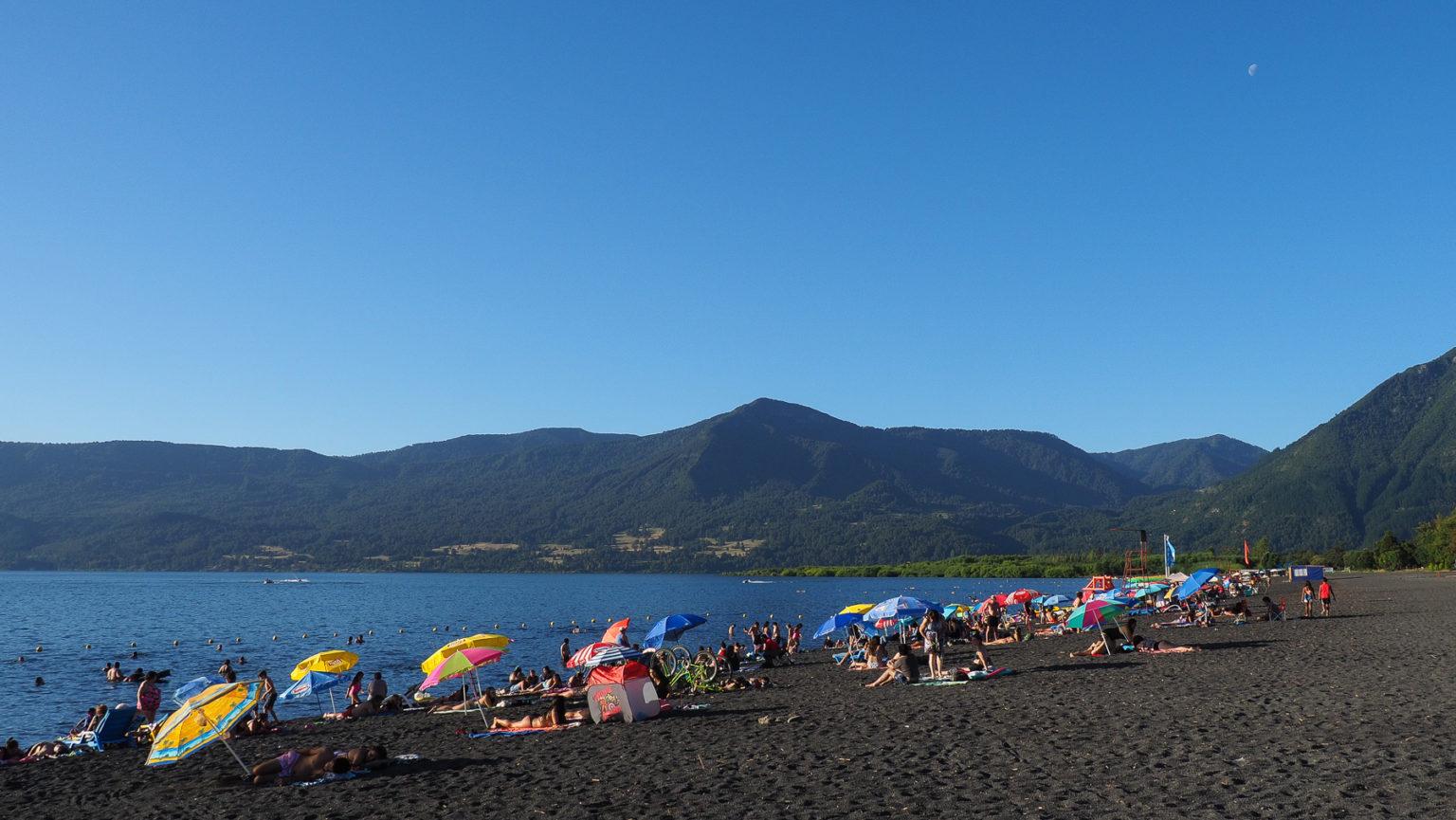 Am Strand von Pucon am Lago Villarica